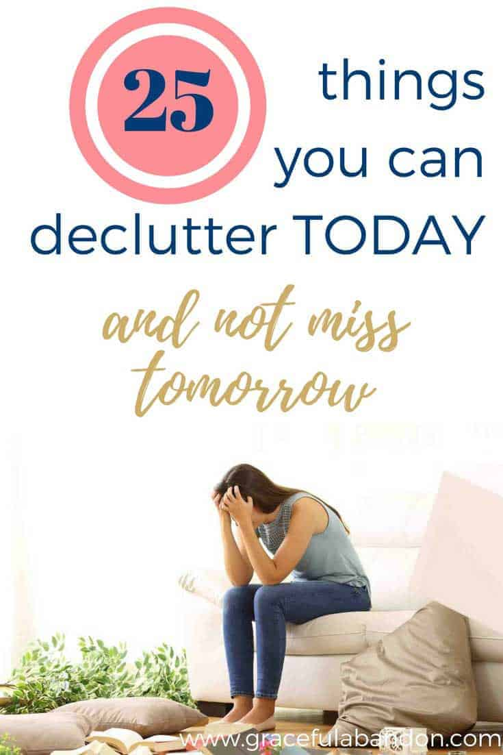 All this talk of minimalism and decluttering can be overwhelming. But what if you knew exactly what to do and how to do it? This declutter your home checklist is exactly what you've been waiting for. Bonus: 25 items you can declutter today that you won't miss tomorrow.